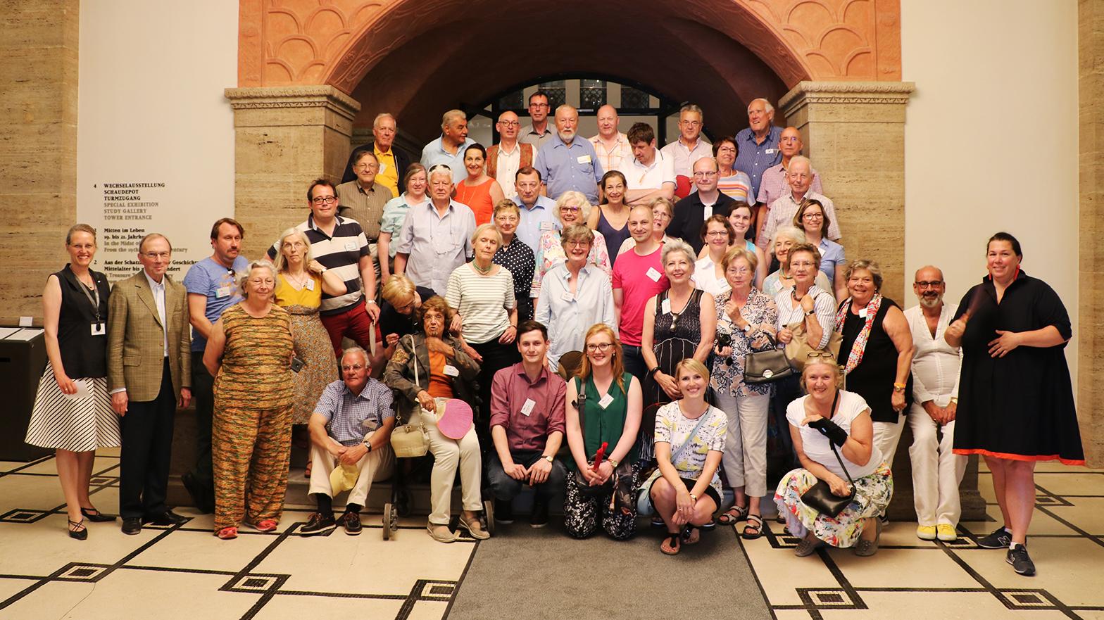 Die Mitglieder der Gesellschaft der Keramikfreunde